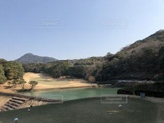 背景の山と水体の写真・画像素材[1041506]