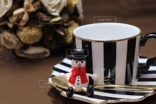 テーブルの上のコーヒー カップの写真・画像素材[1041651]