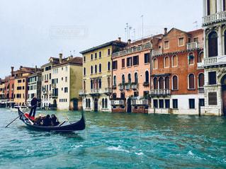 ヴェネチアの運河と街並みの写真・画像素材[1042087]