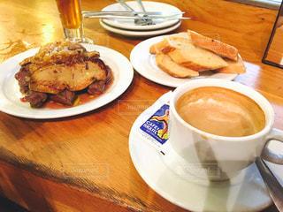 スペインバルで夕食とひと息の写真・画像素材[1042105]