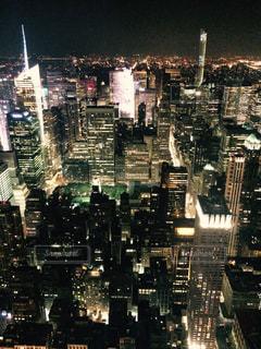 夜の街の景色の写真・画像素材[1042963]