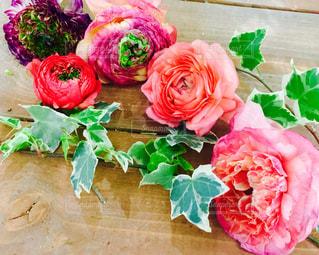 ピンクの花の花束の写真・画像素材[1043335]