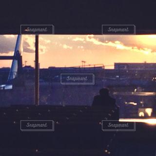 夕暮れ時の発着場の写真・画像素材[1044453]
