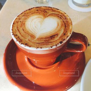 一杯のハートコーヒーの写真・画像素材[1048635]