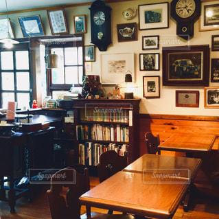 家具と本の棚の写真・画像素材[1052132]