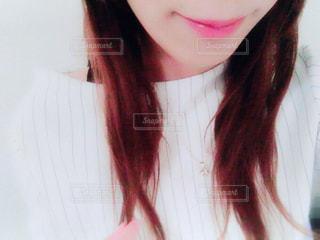 微笑む女性の口元の写真・画像素材[1109383]