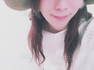 帽子をかぶっている女性の写真・画像素材[1109412]