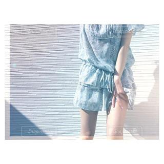 ひらひらスカートと太ももの写真・画像素材[1114642]