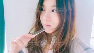 歯磨きする女性の写真・画像素材[1156140]