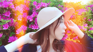 帽子をかぶった女性の横顔の写真・画像素材[1168611]