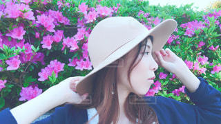 帽子をかぶっている女性の横顔。の写真・画像素材[1168612]