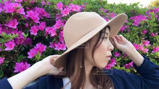 帽子をかぶった女性の横顔の写真・画像素材[1168615]