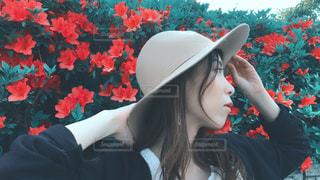 帽子をかぶっている女性の写真・画像素材[1168633]