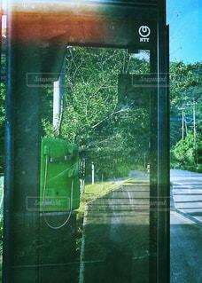 田舎の公衆電話の写真・画像素材[1250503]