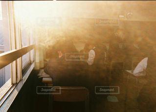 光が入る教室の写真・画像素材[1042056]