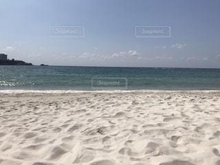 海の横にある砂浜のビーチの写真・画像素材[1064801]