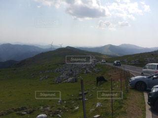 山の中腹にサインの写真・画像素材[1059472]