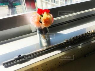 花と楽器の写真・画像素材[1092101]