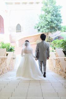 結婚式に向かう新郎新婦の写真・画像素材[1043185]