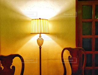 照明のある部屋の写真・画像素材[1061625]