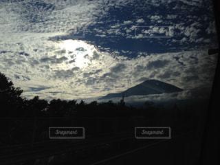 雲と山の写真・画像素材[1043325]