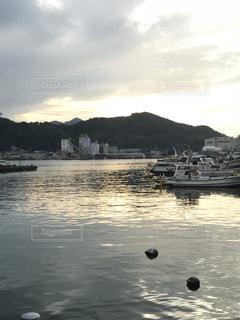 港の夕暮れの写真・画像素材[1043372]