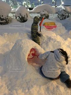 大雪で子供たちは大喜びの写真・画像素材[1043820]
