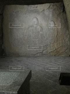 穴観音の仏様の写真・画像素材[1043951]
