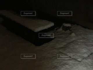雪の積もったベンチの写真・画像素材[1046283]