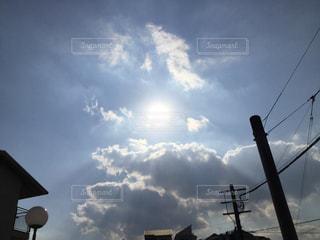 曇りの日の太陽の写真・画像素材[1046752]