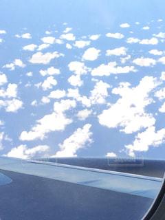 空を飛んでいる飛行機から見た雲 - No.1046757