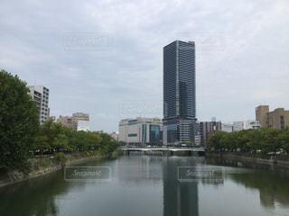 川とビルの写真・画像素材[2477038]