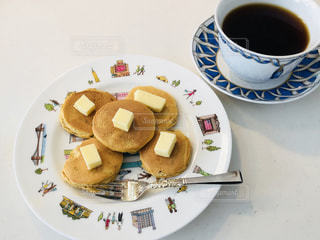 パンケーキとコーヒーの写真・画像素材[1068601]