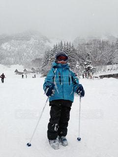 スキーをする子供の写真・画像素材[1044438]