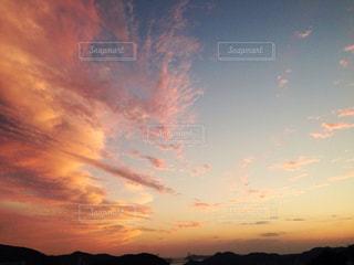 夏の夕方の写真・画像素材[1270468]