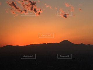 夕陽で富士山の写真・画像素材[1069022]