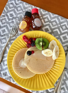 パンケーキで朝ごはんの写真・画像素材[2223969]
