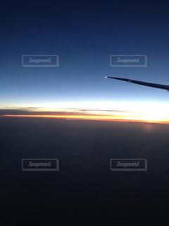 飛行機からみる夕暮れの写真・画像素材[1044521]