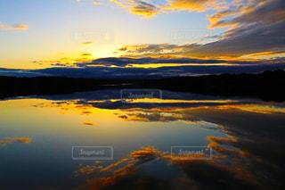 空には雲のグループの写真・画像素材[1045222]
