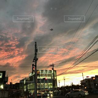 空には雲のグループの写真・画像素材[1062467]