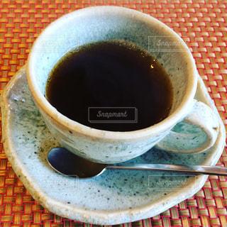 テーブルの上のコーヒー カップの写真・画像素材[1044416]