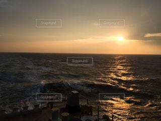 海に沈む太陽の写真・画像素材[1058502]