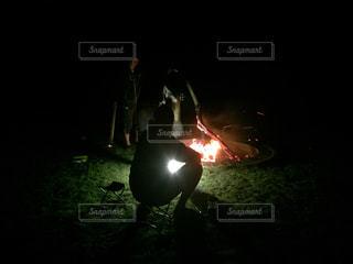 焚き火と光の写真・画像素材[1058513]