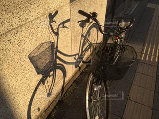 自転車の影の写真・画像素材[1076508]