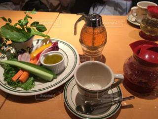 バーニャカウダと紅茶の写真・画像素材[1044954]