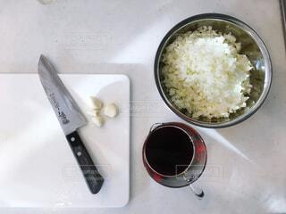 玉ねぎのみじん切りとニンニクの写真・画像素材[4146299]