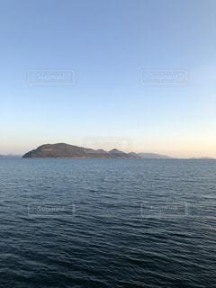 空と海と女木島の写真・画像素材[1065838]