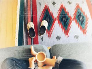 ソファでコーヒーの写真・画像素材[1175544]
