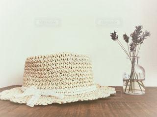 テーブルの上の花の花瓶の写真・画像素材[1270078]