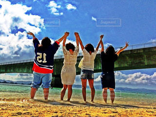 沖縄で、バンザイ!!の写真・画像素材[1045733]